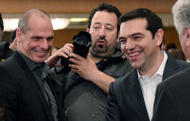 Yanis Varoufakis, ministro de finanzas griego, y Alexis Tsipras, primer ministro heleno