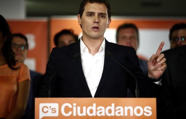 """Rivera reclama """"criterios claros"""" al resto de partidos y que se rechace """"los cordones sanitarios o bloques"""""""