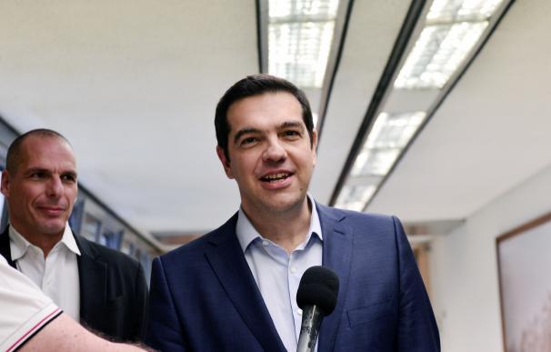 Alexis Tsipras, primer ministro griego, y Yanis Varoufakis, ministro de finanzas