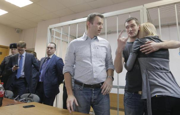 Condena sin prisión para el líder de la oposición extraparlamentaria rusa
