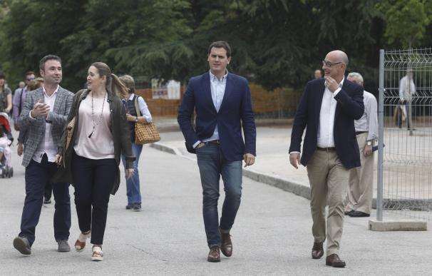 """Rivera insta a Podemos a replantearse la moción de censura """"si no quiere dar alas a los separatistas"""""""