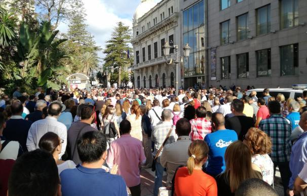 """Agentes sociales y oposición denuncian ante Catalá que Ceuta """"agoniza"""" por el colapso permanente de su frontera"""