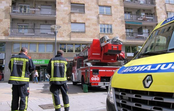 Afectadas cuatro personas por inhalación de humo en el incendio de una vivienda en el centro de Salamanca