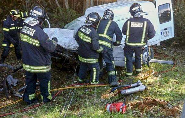 Dos fallecidos y tres heridos en un accidente entre tres vehículos en Badajoz