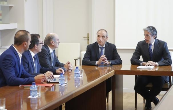 Las administraciones esperan firmar este año el convenio para el soterramiento de Torrelavega