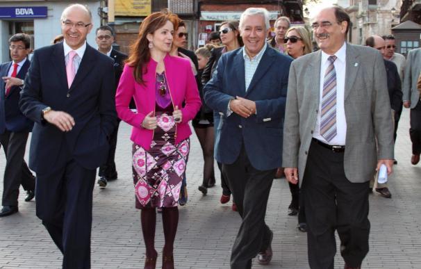 Arenas advierte que los candidatos socialistas son Zapatero y sus políticas