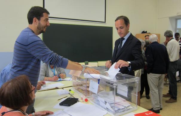 """La jornada electoral se desarrolla """"con absoluta normalidad"""" en Cantabria"""