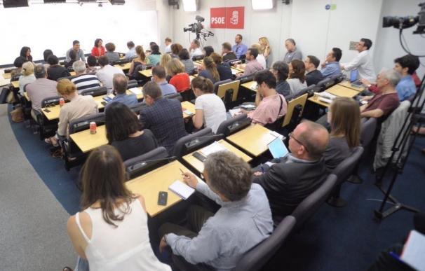 Pedro Sánchez convoca a la prensa extranjera a un encuentro en Ferraz
