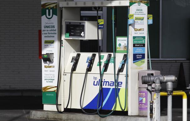 El consumo de combustibles de automoción cae un 1,5% en abril