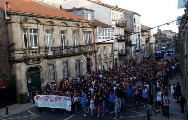Unas 400 personas protestan de nuevo en Santiago contra el desalojo del local okupado y la actuación policial