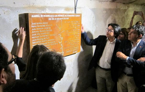Los Refugios incorporan una placa con los 31 nombres de las víctimas del bombardeo nazi a Almería