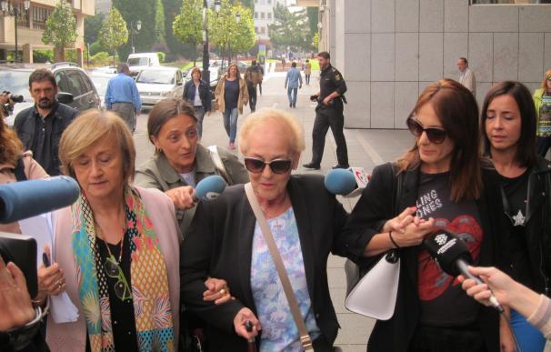 La familia de Villa sale del juzgado tras prestar declaración como investigados en la Operación 'Hulla'