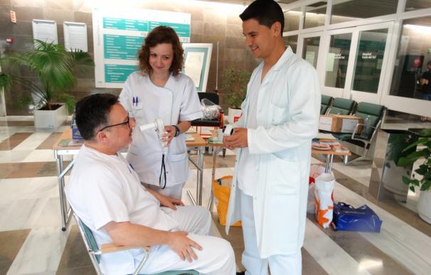 El Hospital Costa del Sol y el de Benalmádena realizan una campaña para concienciar sobre dejar de fumar