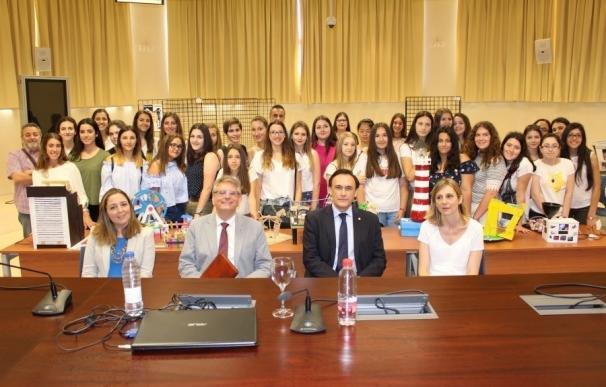 La UCO distingue a un grupo de alumnas del Instituto Averroes en los Premios 'Las Mujeres en la Ingeniería'