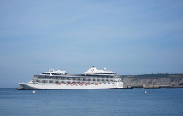 El Puerto de Bilbao recibe por primera vez cerca de 9.000 cruceristas en un mismo día, a bordo de tres cruceros
