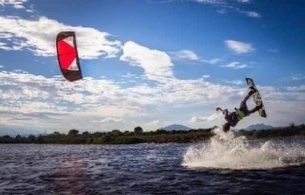 Isla Canela será la primera parada de un circuito de kiteboarding