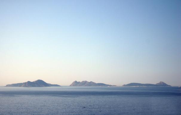 """Feijóo confirma que la Xunta mantiene la candidatura del Parque Illas Atlánticas, que """"conforman un todo desde siempre"""""""