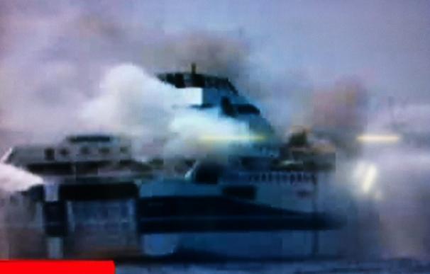 Evacuado un ferry con 467 personas a bordo que viajaba de Grecia a Italia