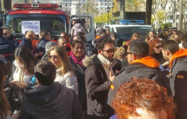 El juicio contra los tres bomberos sevillanos detenidos en Lesbos (Grecia) por tráfico de personas se celebrará en 2018
