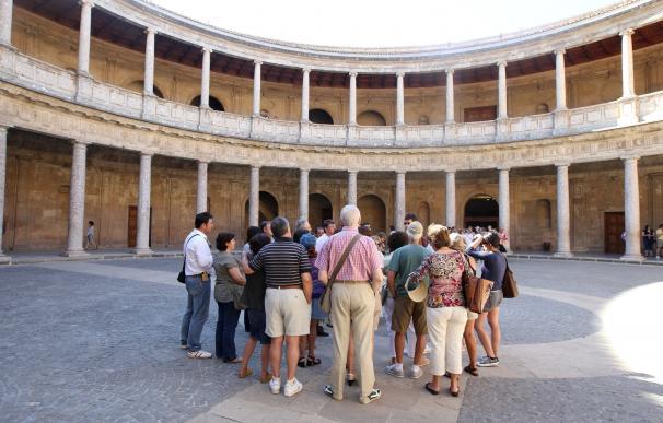 Aguilar destaca que ya se han implantado 11 recomendaciones de las 17 que propone la auditoría de la Alhambra