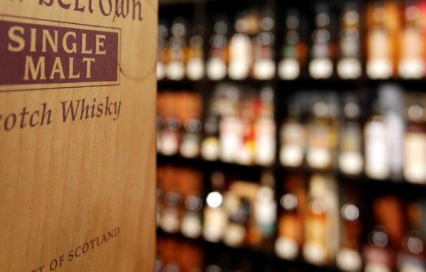 Venderán réplicas del whisky hallado tras un siglo enterrado en la Antártida