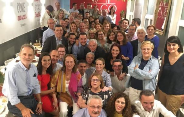 Los diputados socialistas zanjan sus diferencias en una cena multitudinaria