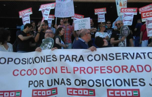 Profesores interinos de conservatorios de Málaga se encierran en el edificio de la Delegación de Educación