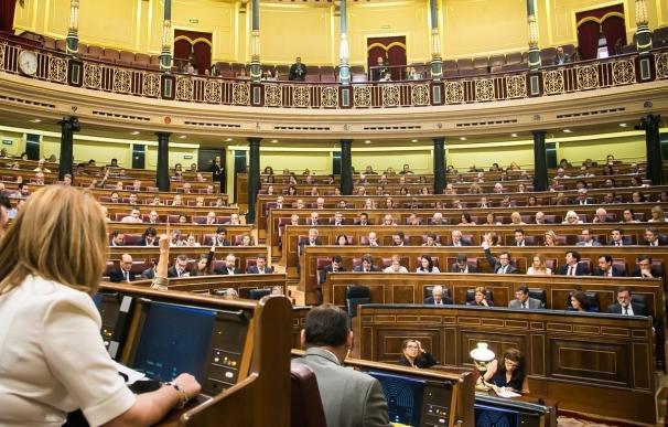Escaños rotos, el botón erróneo de Rajoy y un PSOE dividido, anécdotas de la votación de Presupuestos