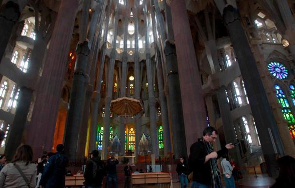Un incendio quema la sacristía de la cripta de la Sagrada Familia sin afectar a la estructura