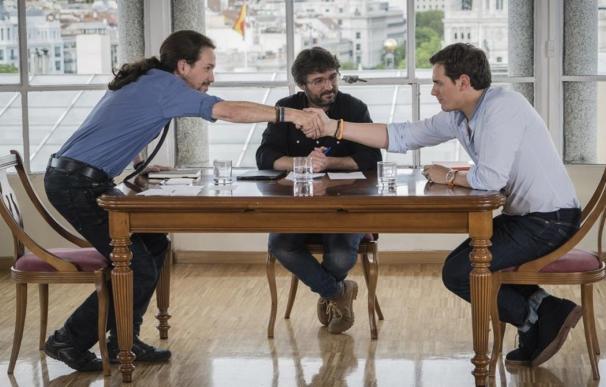 Iglesias, Évole y Rivera, durante el segundo 'Cara a cara' en Salvados.
