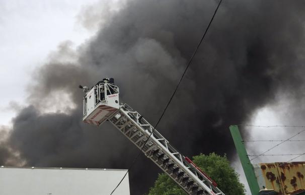 Arden siete naves en un polígono industrial de Alcalá de Henares (Madrid)