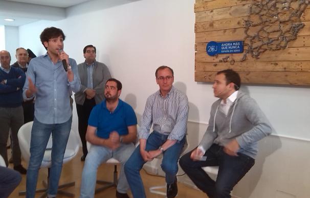 """Alonso (PP) asegura que si Podemos gobierna """"recortará libertades"""" e """"impondrá la igualdad a mamporros"""""""