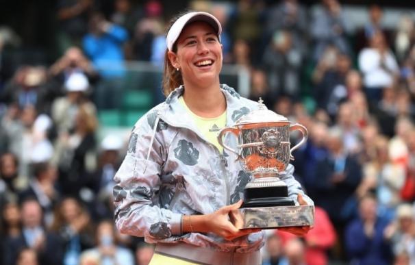 Muguruza se impone a Serena Williams y reina en París