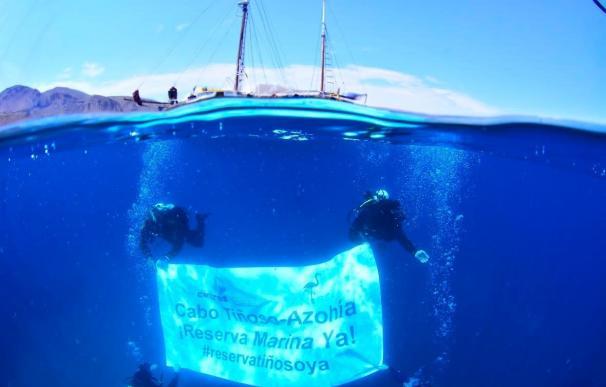 Despliegan una pancarta submarina para reclamar la declaración de la reserva de Cabo Tiñoso-La Azohía