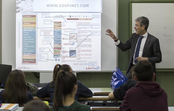 Unicaja y EspañaDuero ofrecen una visión práctica del mundo financiero a alumnos de Bachillerato de Extremadura