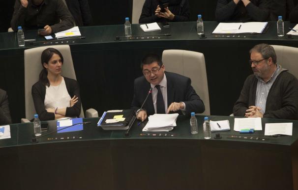 """El Gobierno municipal asegura que hay un 22% menos de contratos menores que en 2011 y PSOE pide """"más transparencia"""""""