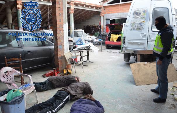 Detienen cinco narcos que producían cocaína en una nave industrial de Tarragona