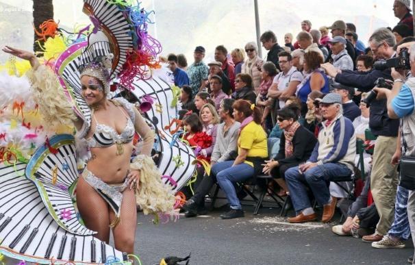 Cien guaguas llevarán a 5.000 turistas a ver el Coso Apoteosis del Carnaval de Santa Cruz