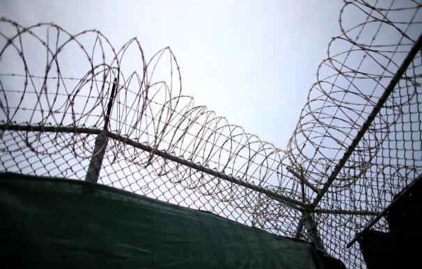 Llegan a Omán diez presos de Guantánamo, donde ya sólo quedan 45 personas