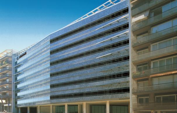 Almirall amortiza 324 millones en obligaciones y firma una línea de crédito de hasta 250 millones