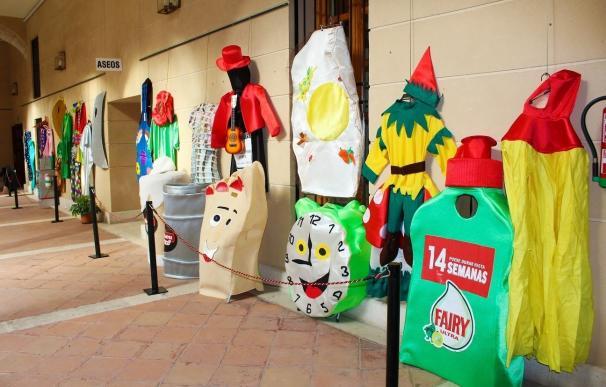 Torrijos muestra en una exposición 50 disfraces que conmemoran el XV aniversario de la Asociación de Mujeres