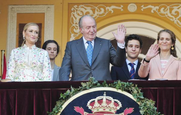 El Rey Juan Carlos y la Infanta Elena presiden la Corrida de Beneficiencia