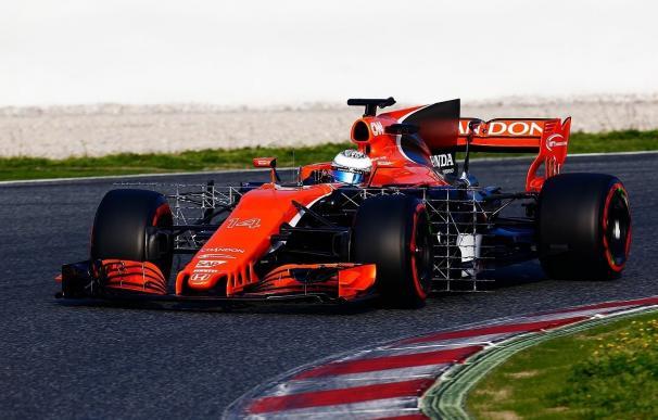 Alonso sufre una fuga de aceite en el estreno de su nuevo MCL32 que interrumpió su sesión
