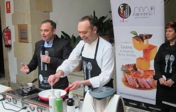 Malpartida de Cáceres galardona al chef José Pizarro y a la comparsa 'Turbopié' en la I Gala de la Patatera