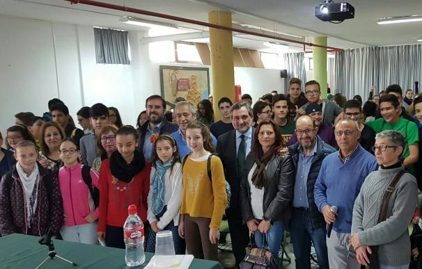 Ángel Escobar participa en una charla sobre el Estatuto de Andalucía en el IES 'Ciudad de Dalías'