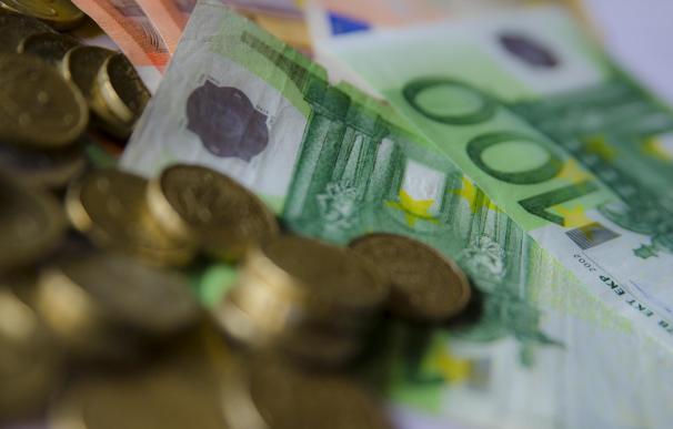 Los depósitos de hogares y empresas se reducen en 8.200 millones de euros en enero