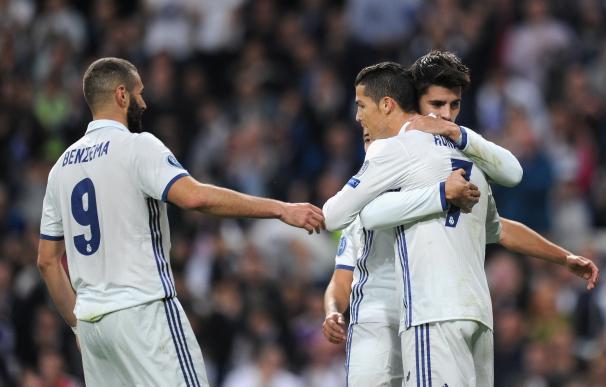 Morata festeja un gol del Real Madrid junto a Cristiano Ronaldo y Benzema.