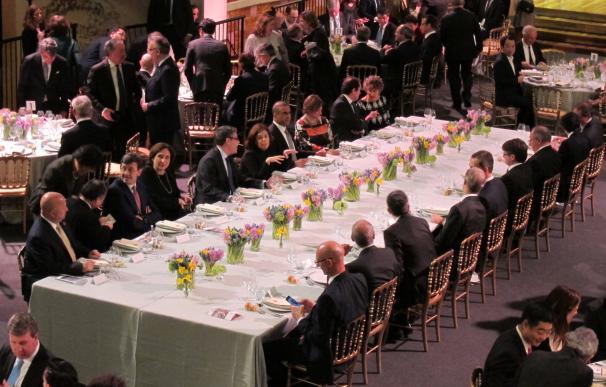 El Rey inicia la visita inaugural del congreso de móviles