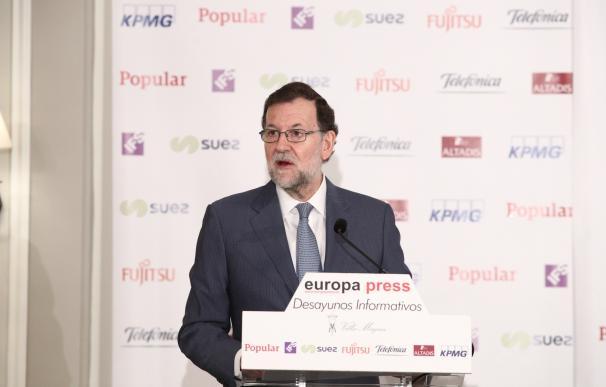 """Rajoy dice que Andalucía """"merece gobernantes mejores"""" que """"no piensen solo en atornillar"""" al PSOE en el poder"""