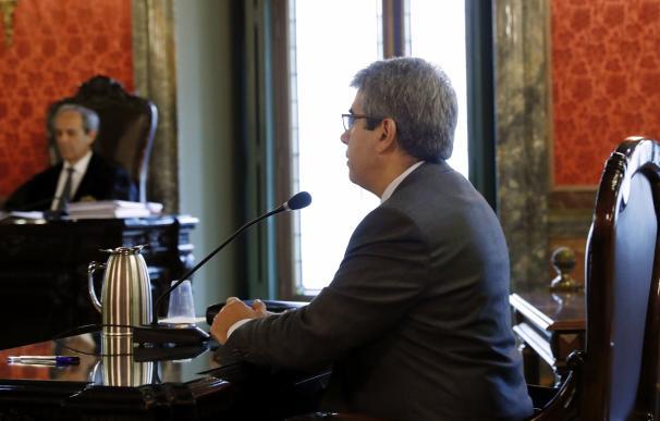Homs afirma que el Gobierno le advirtió que si no hacían rueda de prensa tras la consulta no habría querella